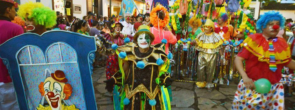 Carnaval em Tiradentes. Credito: Renato Cobucci /Imprensa- MG Data: 03-03-2014 Local: Tiradentes Foto: desfile do Bloco Palhaçada. Dona Leonor de Palhaço
